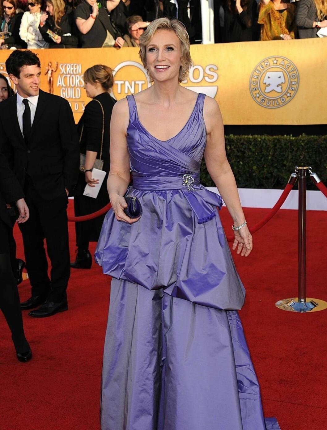 <strong>JANE LYNCH:</strong> «Glee»-skuespillerinnen hadde på seg en altfor ungdommelig Ali Rahimi kjole.  Foto: Stella Pictures