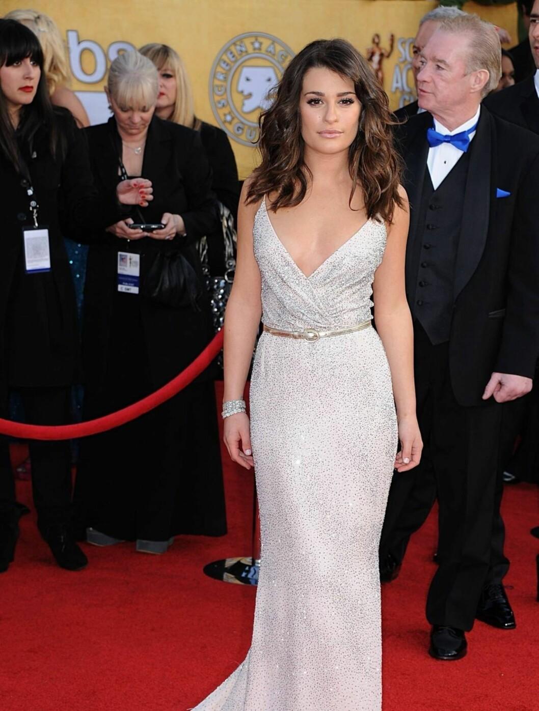 <strong>LEA MICHELE:</strong> «Glee»-stjernen viste frem sin flotte figur i en Oscar de la Renta kjole og smykker fra Tiffany.  Foto: Stella Pictures
