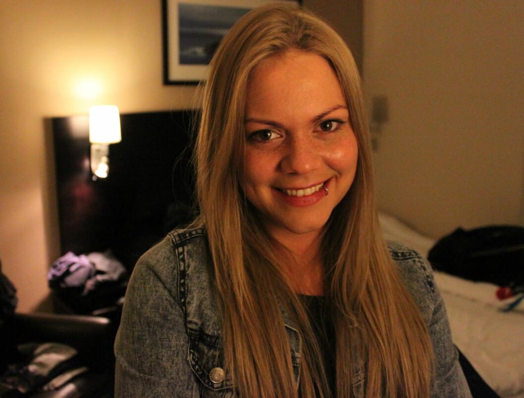 HAR SYDD MGP-ANTREKKET: Isabella Leroy stiller i selvsydd antrekk under lørdagens delfinale i MGP i Florø.  Foto: Anders Myhren/Seher.no