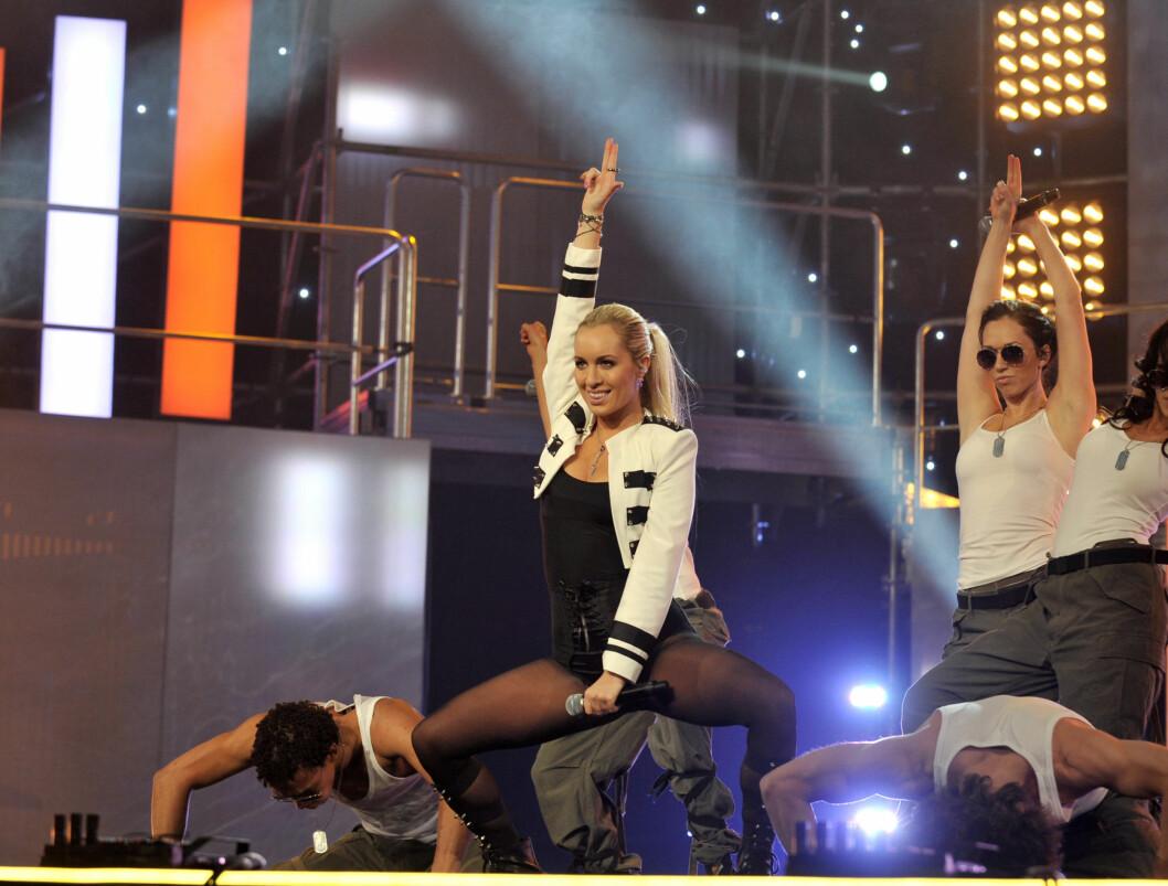 """<strong>SEXY:</strong> Carina Dahl hadde på seg et sexy og rocka antrekk designet av styliset Kåre Jonny Enderud da hun opptrådde med låten """"Guns & Boys"""" under lørdagens delfinale.  Foto: Scanpix"""