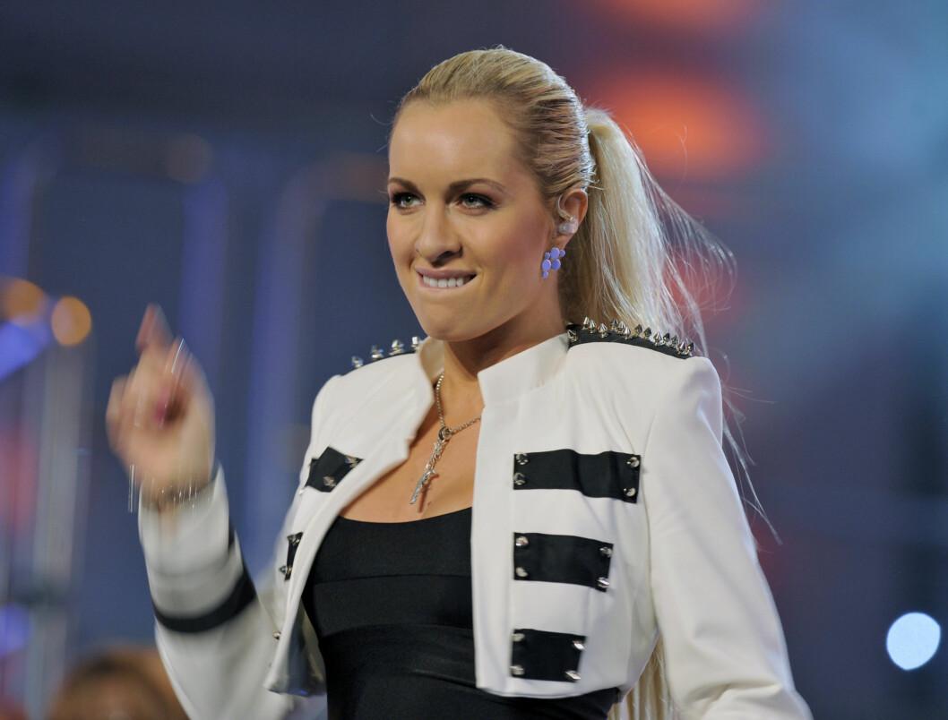 <strong>FYRVERKERI:</strong> Carina leverte et fyrverkeri av et show på scenen med sexy dans og høyt volum.  Foto: Scanpix