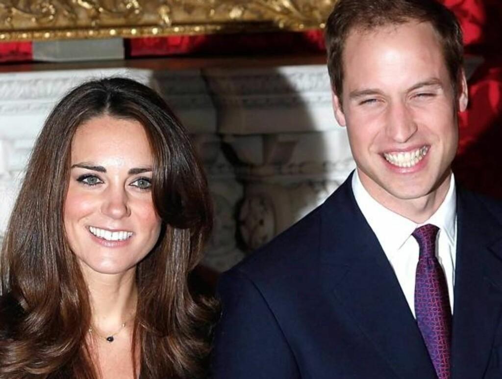 FIKSET PÅ TENNENE?: Ifølge Daily Mail er det svært tydelig at Kate Middleton hadde fått fikset på tennene sine før forlovelsesbildene av hun og prins William ble tatt i november.  Foto: Black Sheep/XPS