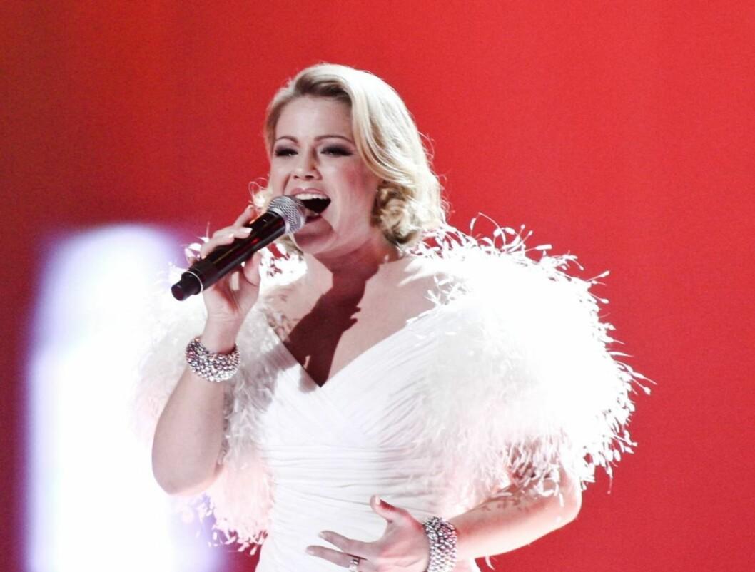 SYNGER VM-LÅTEN: Maria Haukaas Mittet har fått det ærefulle oppdraget med å synge årets VM-låt «Glorious». Her fremfører hun den for første gang under Idrettsgallaen lørdag.  Foto: NTB scanpix
