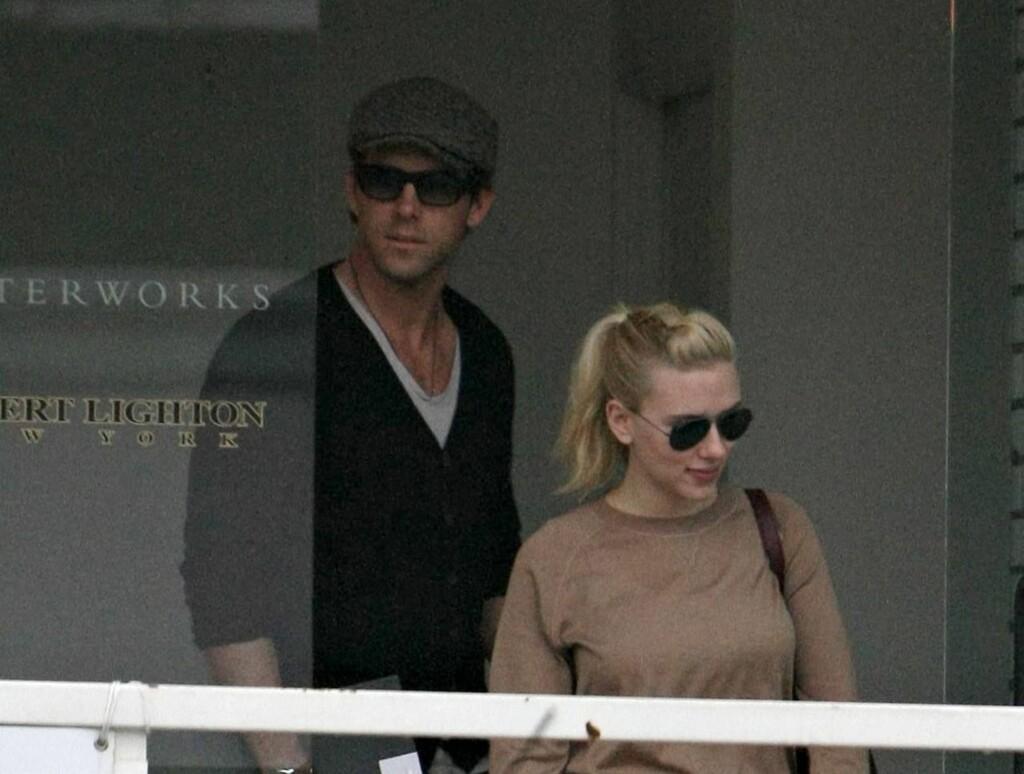 LEVERTE INN PAPIRENE: Torsdag leverte både Ryan og Scarlett inn skilsmissepapirene sine til retten i LA.  Foto: Stella Pictures