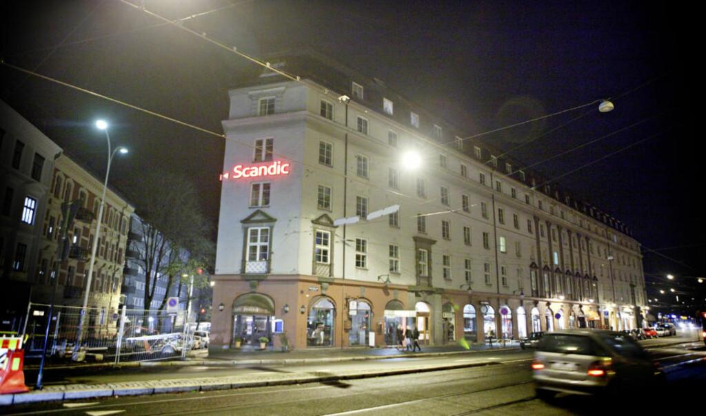 - OVERVÅKNINGSBASE: De øverste etasjene i Handelsbygningen, mellom den amerikanske ambassaden og Slottet, ble brukt som base for den storstilte overvåkingen av norske borgere, ifølge TV 2. Foto: Lars Eivind Bones/Dagbladet
