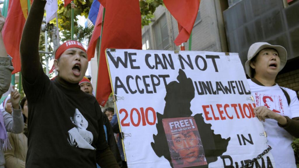 TALER MAKTA IMOT: Det har vært store demonstrasjoner mot Burma-juntaen de siste dagene - her fra Tokyo. Foto: AFP/Scanpix