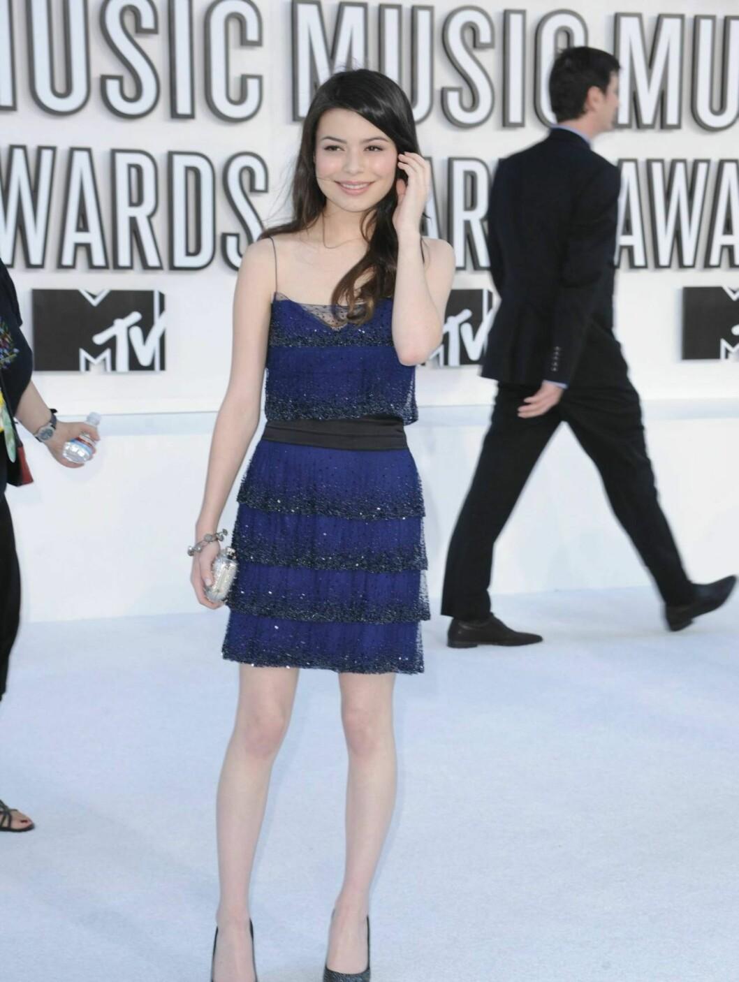 BEST: Den unge skuespillerinnen Miranda Cosgrove strålte i en lekker blå kjole signert norske Elise Øverland.  Foto: All Over Press
