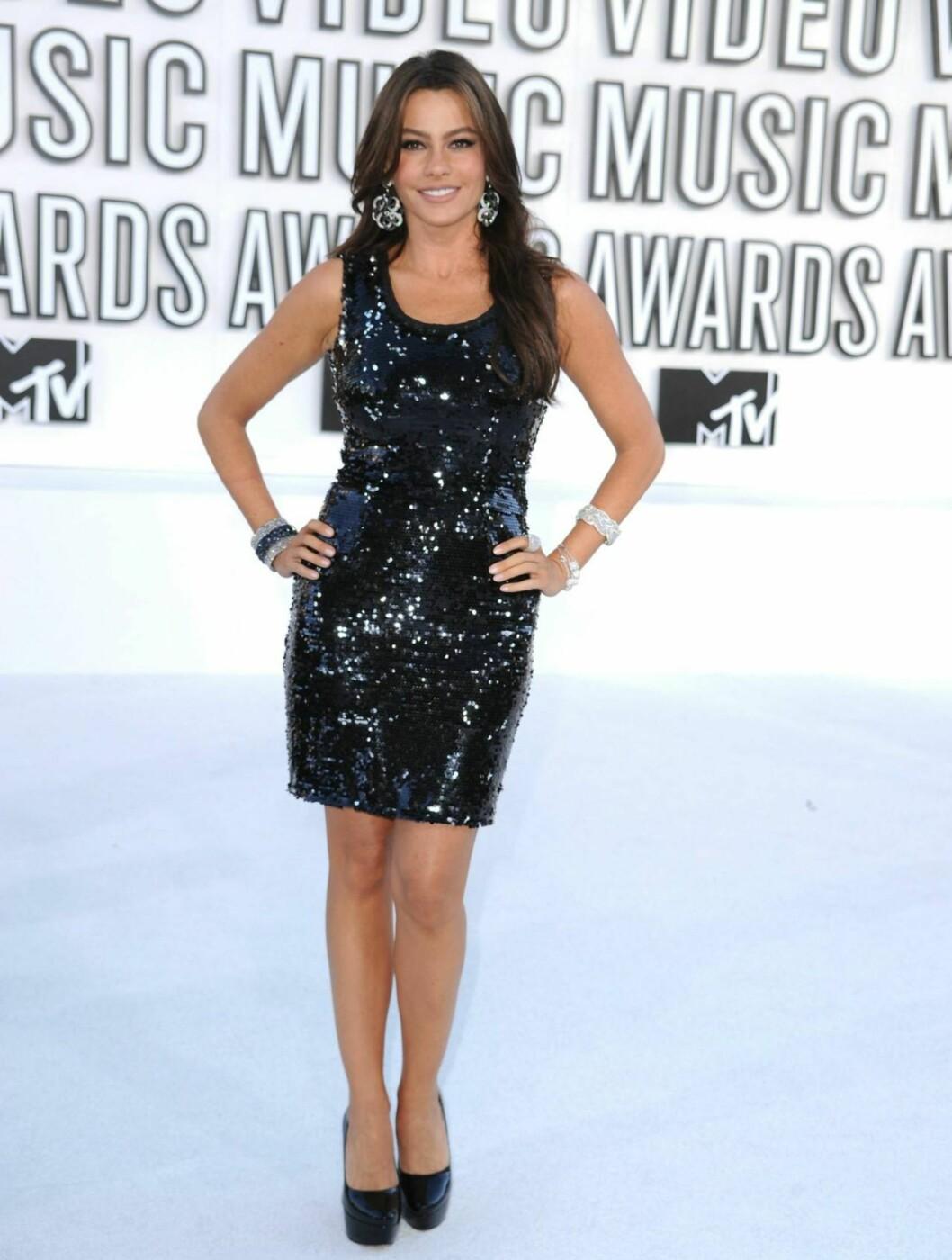BEST: Skuespiller Sofia Vergara oste glamor i denne paljettbesatte svarte minikjolen.  Foto: All Over Press