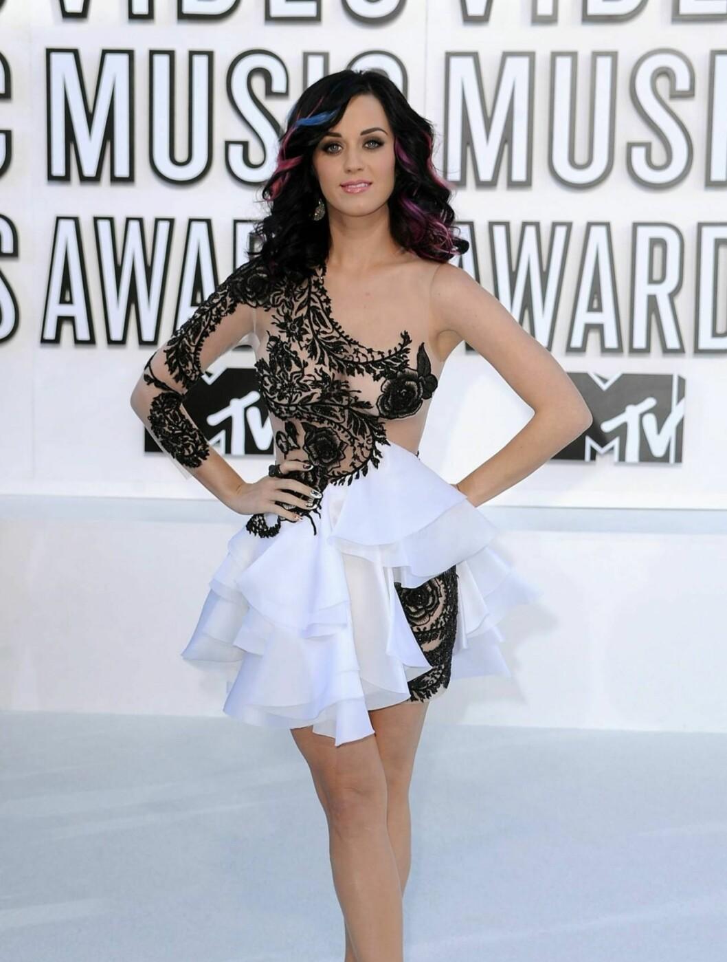 VERST: Popstjernen Katy Perry hadde farget håret i all regnbuens farger. Foto: All Over Press