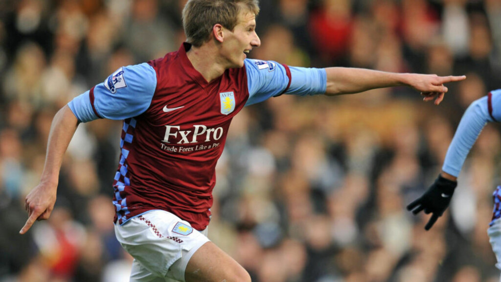 Aston Villa's English midfielder Marc Albrighton celebrates his goal during the English Premier League football match between Fulham and Aston Villa at Craven Cottage in London, England on November 6, 2010. AFP PHOTO/GLYN KIRK  FOR EDITORIAL USE ONLY Additional licence required for any commercial/promotional use or use on TV or internet (except identical online version of newspaper) of Premier League/Football League photos. Tel DataCo +44 207 2981656. Do not alter/modify photo.