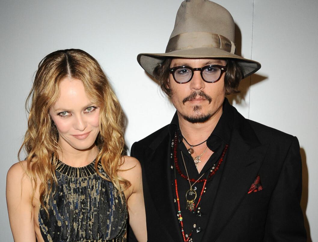 VIL IKKE ØDELEGGE ETTERNAVNET: Johnny Depp synes at samboeren Vanessa Paradis har så fint etternavn, at han ikke vil gifte seg med henne... Foto: Stella Pictures