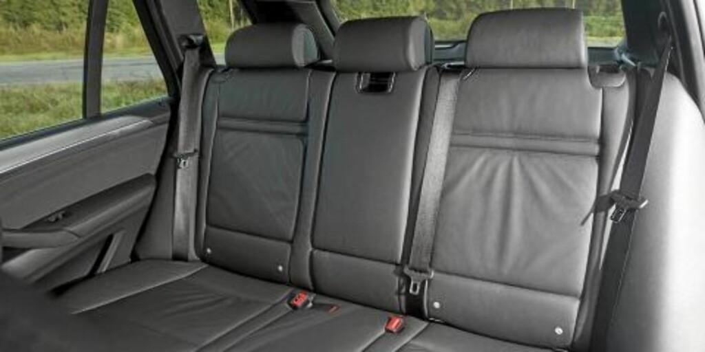TA PLASS: Plassmessig gjør BMW X5 xDrive30d samme nytten som en familiestasjonsvogn. FOTO: Egil Nordlien HM Foto