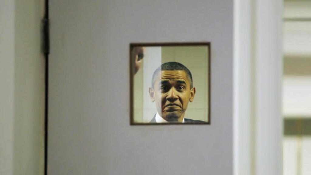 KAN BLI OVERRASKET OVER MER ENN SNIKFOTOGAFER I ASIA : President Obama overraskes av Reuters fotografer før pressekonferansen i India. Han vil riktignok kunne bli like overrasket på hjemmebane, dersom Republikanerne skulle lykkes med sin planlegging: å avsette Obama som president i 2012..S. Foto: Jason Reed/REUTERS.