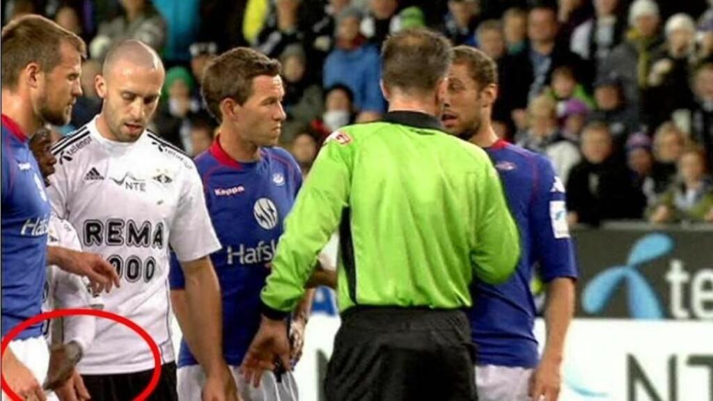 BALLEGREP: André Muri ble tatt både foran og bak av Anthony Annan i seriefinalen mellom Rosenborg og Vålerenga. Foto: TV 2