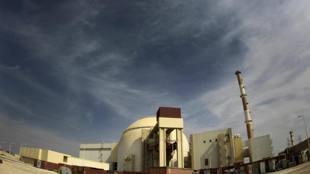 HEMMELIGE PLANER? USA mistenker at Iran også lager atomvåpen. Her Bushehr-kraftverket sør for Teheran. Foto: Reuters/Scanpix