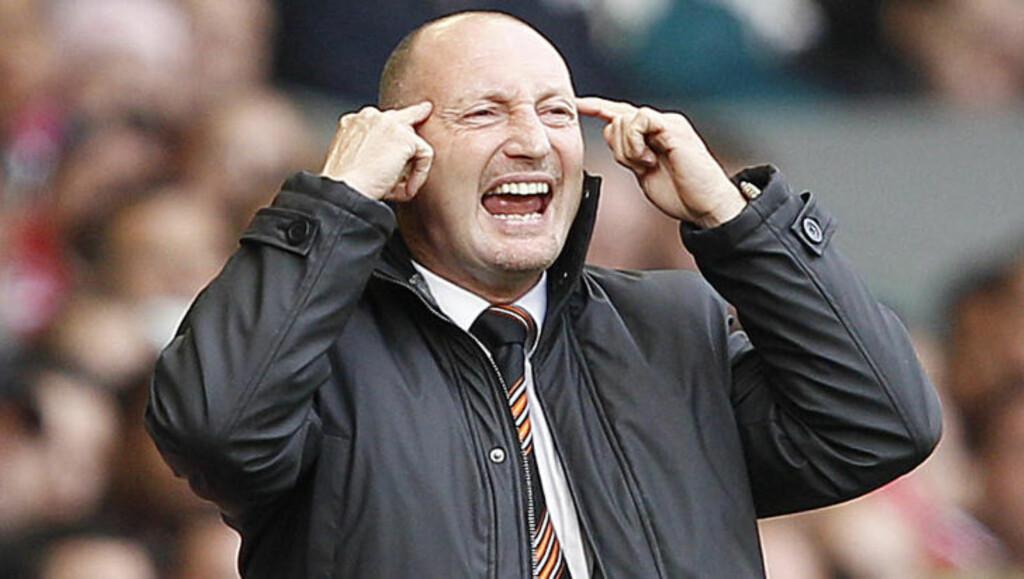 TRUER MED Å GI SEG: Ian Holloway vil ikke finne seg i at Blackpool straffes for alle spillerbyttene og truer med å gi seg. Foto: DARREN STAPLES/REUTERS