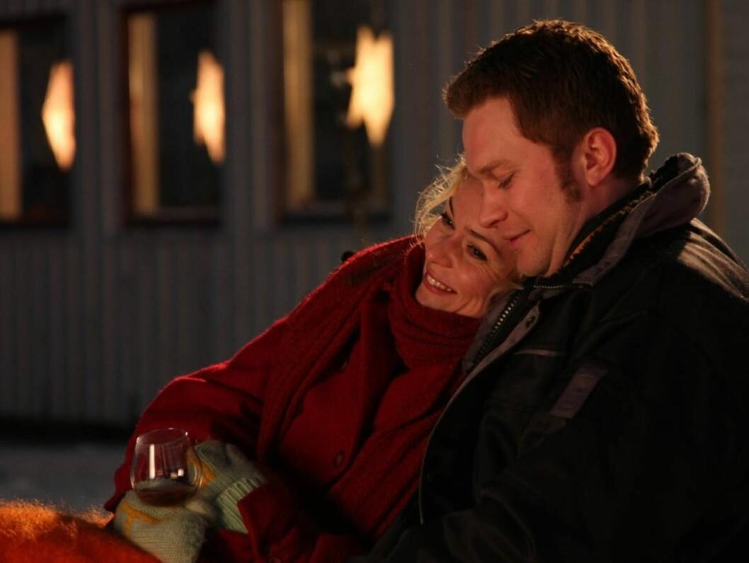 STJERNE: Edward Schultheiss og Line Verndal har blitt rikskjendiser takket være sine roller som Kim og Marit i «Himmelblå».  Foto: NRK