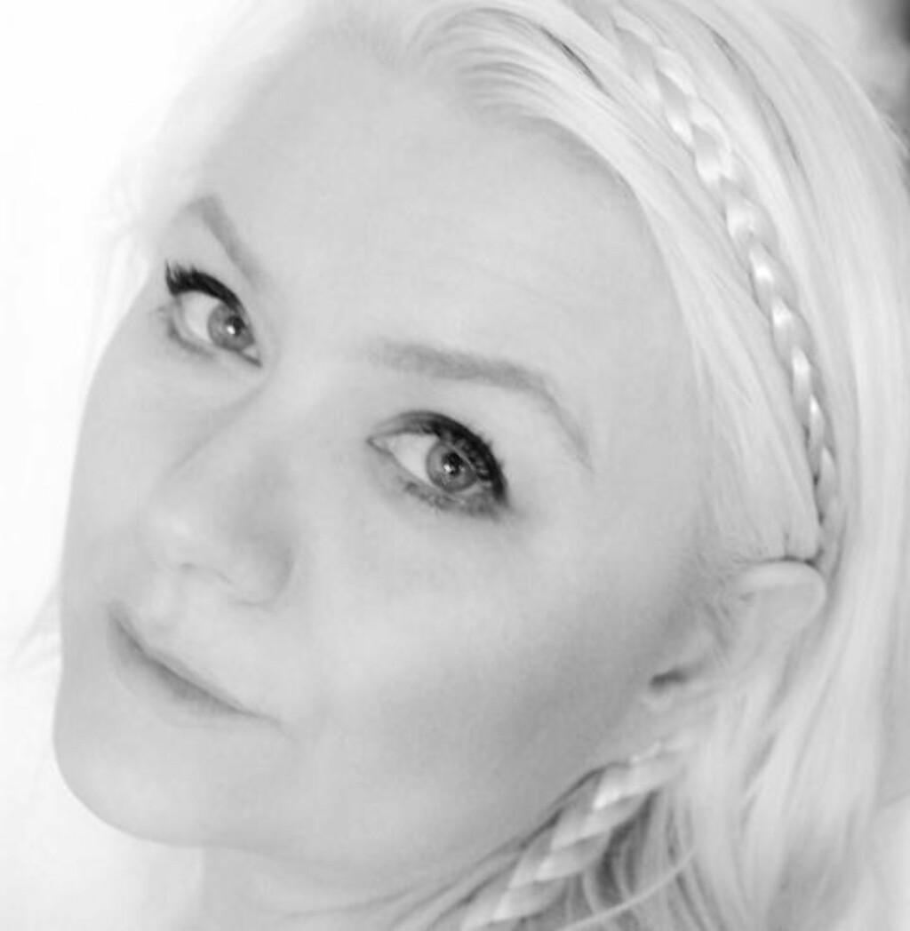 VENNINNER: Nina Christine Dahl begynte å lage nakenkalender til single venninner, men siden starten for ti år siden har interessen økt betraktelig. Foto: Privat