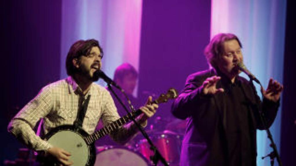 SPORADISKE INNHOPP: Den pågående musikalske bromance mellom Thomas Dybdahl (t.v.) og Bjørn Eidsvåg videreføres på scenen. Foto: ERLING HÆGELAND/Dagbladet