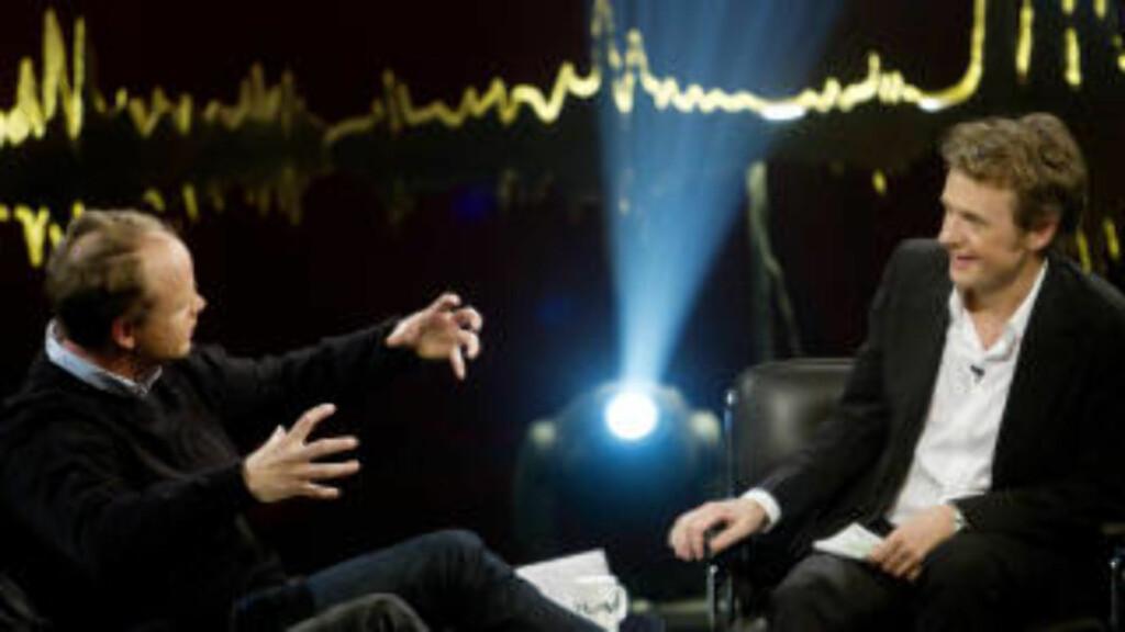 INTERVJUER HVERANDRE:  Humorist og sosiolog Harald Eia intervjuers hos Fredrik Skavlan. Mange i nettverket inviterer hverandre til sine program og avis-spalter. Foto: Kyrre Lien / Scanpix