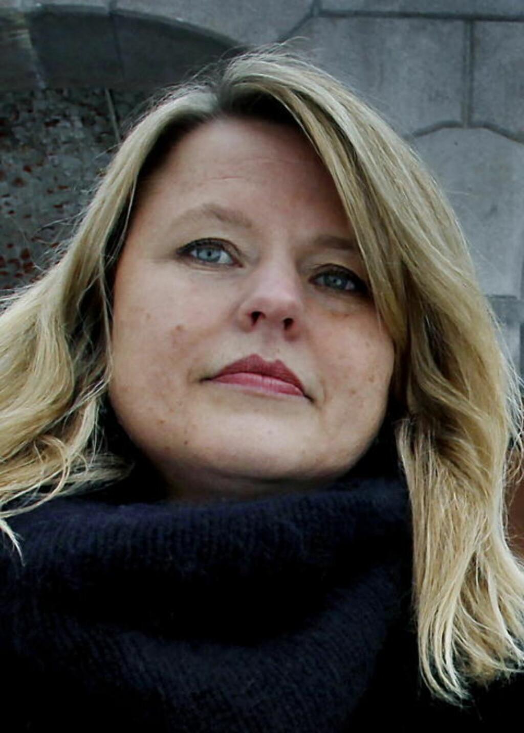 - LEGGER SKYLDA PÅ UNGDOMMER: Leder for Antirasistisk senter, Kari Helene Partapuoli, mener utelivsbransjen legger skylda på ungdommer for sine egne holdninger. Foto: Jacques Hvistendahl / Dagbladet