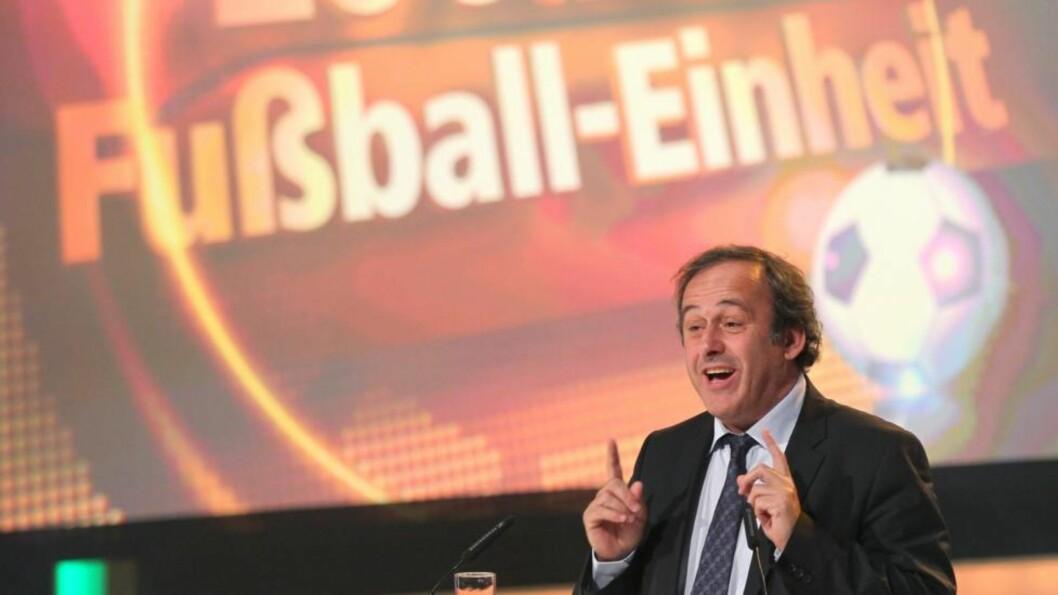 SKEPTISK: UEFAs president Michel Platini mener tiden er inne for å opprette et eget internasjonalt etterforskningsorgan for idrettsrelaterte saker. Foto: Scanpix /EPA/Jens Wolf