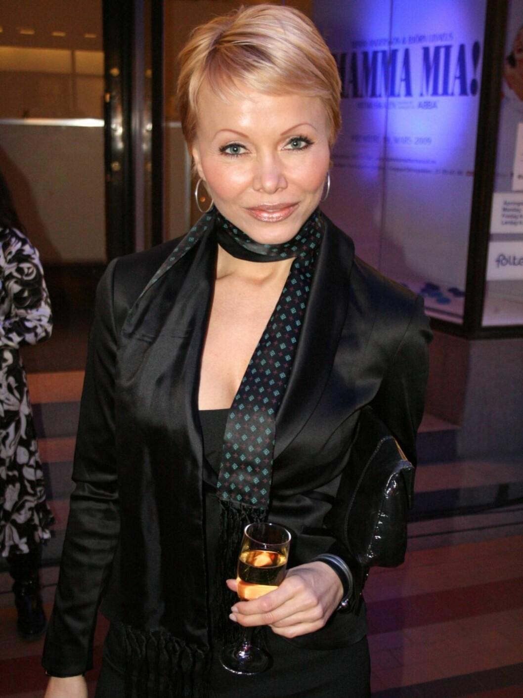 VELDIG GLAMOURØST: Skjønnhetsgründer Linda Johansen syntes at folk tok seg svært godt ut på den glamourøse festen.  Foto: Seher.no/Anders Myhren