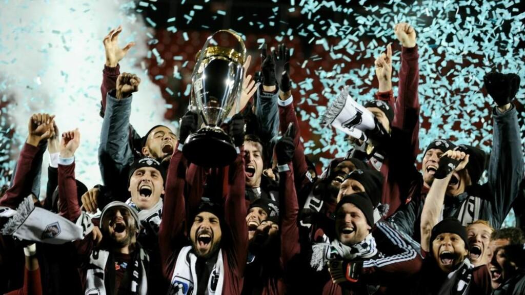 FØRSTE TITTEL: Colorado Rapids-kaptein Pablo Mastroeni og lagkameratene kunne natt til mandag juble over klubbens første sluttspilltriumf i MLS.Foto: SCANPIX/Harry How/Getty Images/AFP