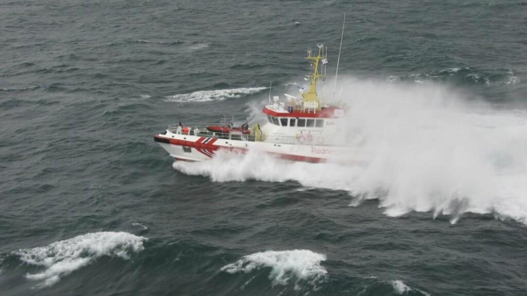REDNINGEN:   Redningsskøyta Gjert Wilhelmsen rykket ut fra Båtsfjord og reddet mannskapet på tre. FOTO: REDNINGSSELSKAPET.