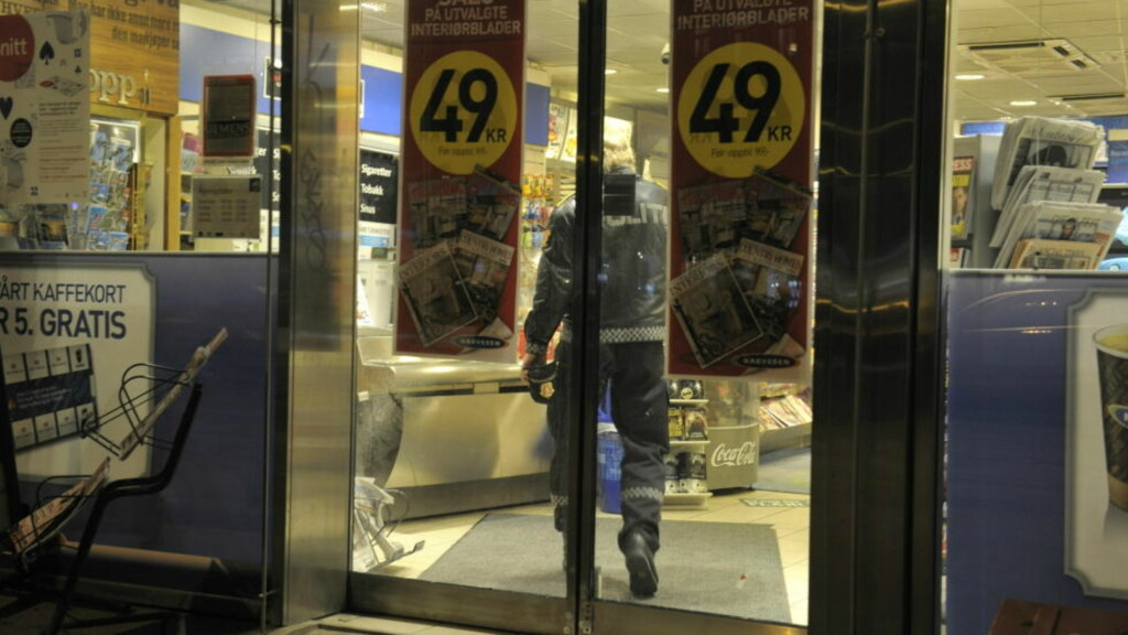 INGEN KOM FYSISK TIL SKADE: Den ansatte i Narvesen-kiosken i Valkyriegata ble ikke fysisk skadd under ranet mandag kveld. Foto:Scanpix