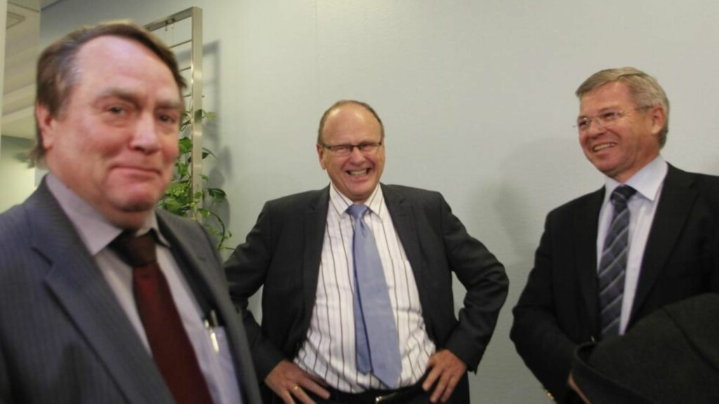 VIP-VITNE: Tidligere statsminister Kjell Magne Bondevik er den fjerde tidligere statsministeren som vitner i bedragerisaken mot Magnus Stangeland (i midten)og Anders Talleraas (til venstre). Foto: Berit Roald / Scanpix
