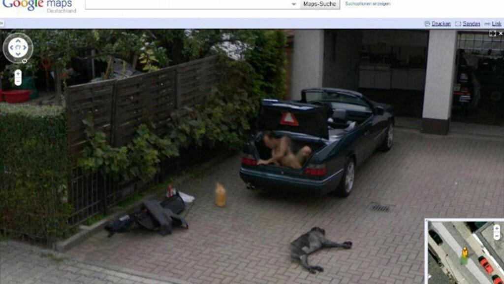 HMMM: Hva gjør en naken tysker i bagasjerommet på en Mercedes cabriolet? En teori er at han planlegger å smøre seg inn med oljen som kan sees ved siden av bilen, for så å løpe avgårde. Foto: SWNS