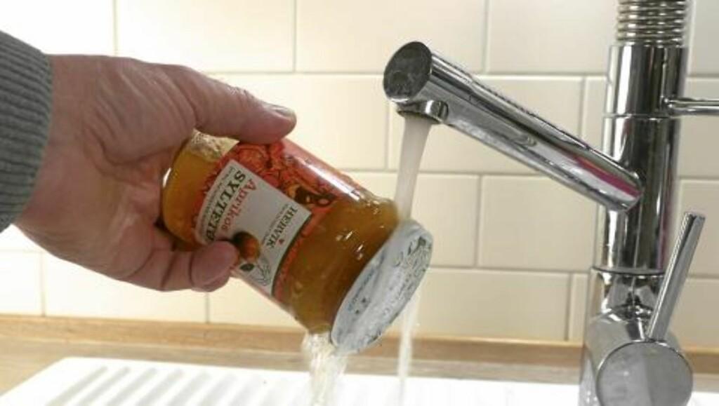 VARMT VANN: Er lokket skrudd hardt til kan det funke med varmt vann. Foto: Øivind Lie