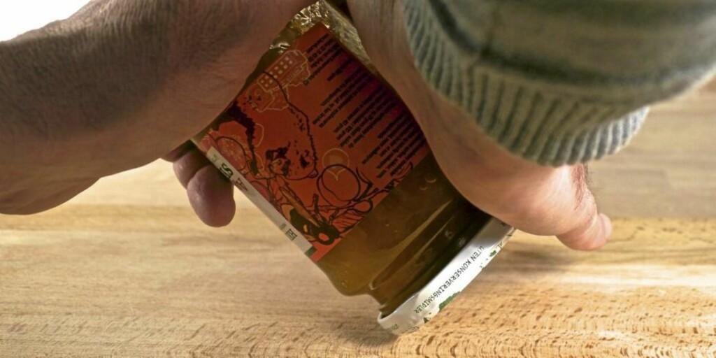 RULL: Sett glasset skrått på hodet og rull. Foto: Øivind Lie