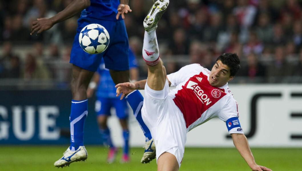 <strong>KLAR I KVELD:</strong> Ajax har utestengt Luis Suarez fra de to neste ligakampene for bittet mot en PSV-spiller i helga, men alt tyder på at han spiller mot Real Madrid i kveld. Foto: Robin van Lonkhuijsen/Reuters, Scanpix
