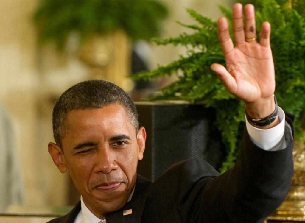 HYLLER ARBEIDET: President Barack Obama vinker til tilhørerne etter at han snakket om den nasjonale HIV/AIDS-strategien i USA tidligere i år. Foto: AFP/ Saul Loeb/Scanpix