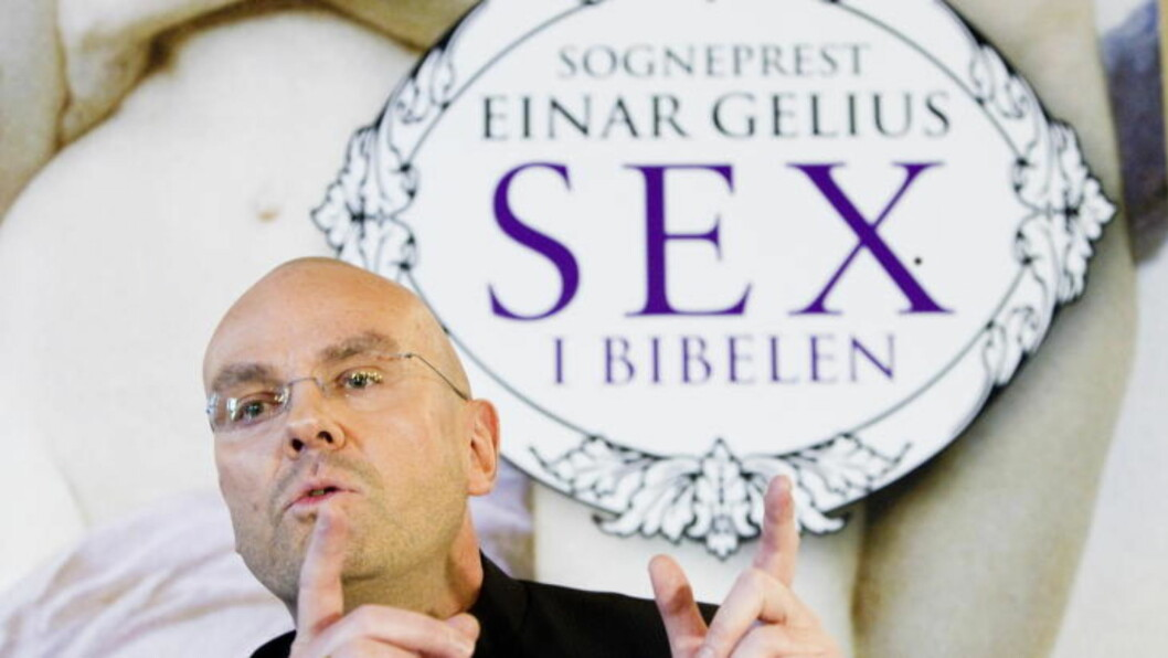 """DRÅPEN:  Her lanserer Einar Gelius boka """"Sex i Bibelen"""" på en pressekonferanse i prestegården på Vålerenga på Vålerenga 20. oktober. Det ble dråpen som fikk biskop Ole Christian Beger til å flyte over . FOTO: BERIT ROALD, SCANPIX."""