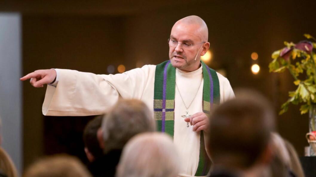 ETTER BOKA:  Sogneprest Einar Gelius i sin første preken i Vålerenga kirke 24. oktober etter bråket om sexboka, som utløste oppsigelsesvarselet fra biskop Ole Christian Kvarme. FOTO: PER FLÅTHE.