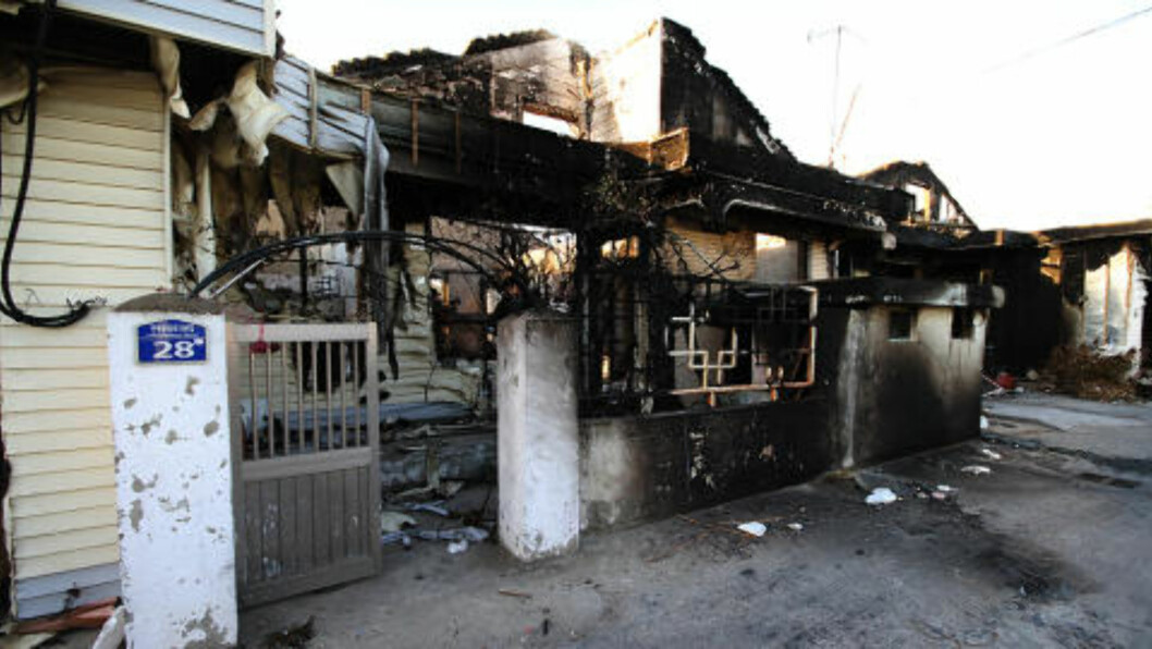 BOMBET Det lukter svidd på Yeonpeong. Foto: Kristoffer Egeberg/Dagbladet