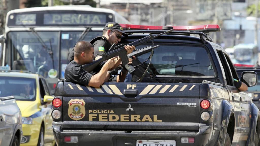 POLITIAKSJON: Minst 30 skal ha blitt drept i en stor politiaksjon mot en gjengbeleiret slum i Rio de Janeiro. Foto: Reuters/Sergio Moraes/Scanpix