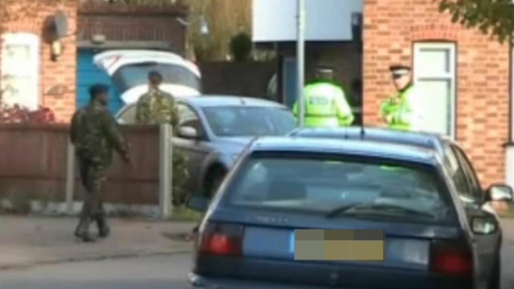 MILITÆRT OPPBUD: Politiet jobbet sammen med militære mannskaper i over fire timer på stedet. Foto: Cambridge-news.co.uk