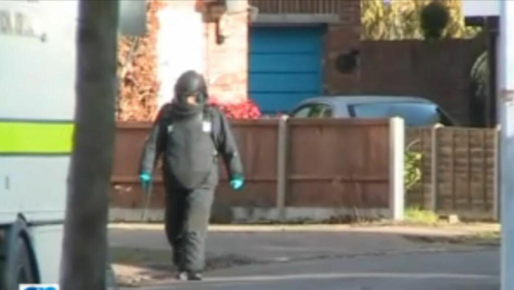 STOR AKSJON: Politiet måtte vente på bombeeksperter fra RAF for å ransake boligen i Cambridge. Foto: Cambridge-news.co.uk