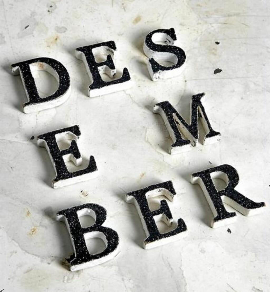 GLITRENDE BOKSTAVER: Du trenger trebokstaver, maling, glitter og lim. FOTO: Margaret M. de Lange