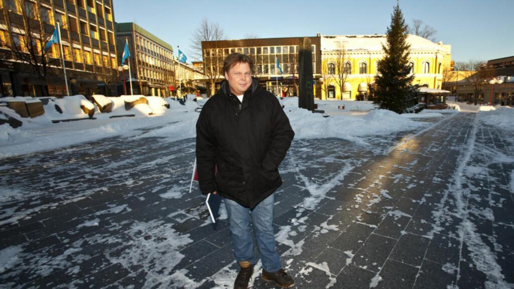 SISTE TUR: Politietterforsker Jørn Lier Horst ved Larvik Politi forteller at her gikk avdøde siste gang noen så ham i live den 30. november 1995. Foto: Torbjørn Berg / Dagbladet