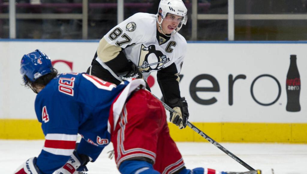 13. KAMP PÅ RAD: Rangers klarte ikke å stoppe Sidney Crosby (nummer 87), som igjen noterte NHL-poeng i natt. Foto:REUTERS/Ray Stubblebine