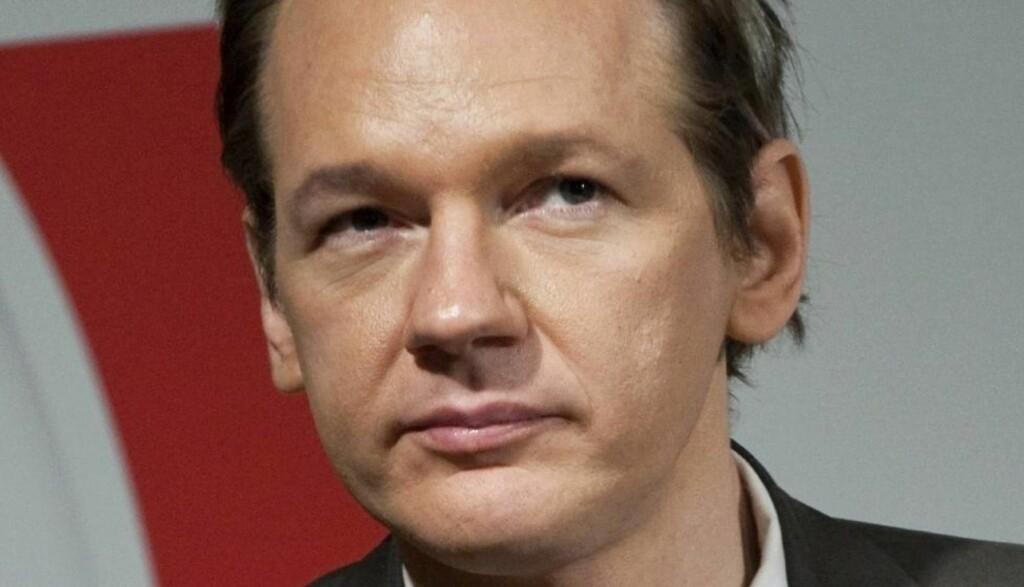 INTERVJUET VIA SKYPE: Wikileaks-gründer Julian Assange har latt seg intervjue at Time Magazine. Her sier han at han mener Hillary Clinton bør gå. (AP Photo/Scanpix/Bertil Ericson, File) SWEDEN OUT
