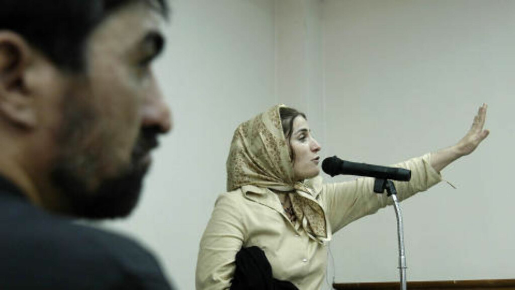 RETTSAKEN: Dette bildet er tatt under rettsaken fra 2004. Shalha Jahed ble dømt til døden for å  ha knivstukket kona til elskeren hennes, en kjent iransk fotballspiller. Amnesty International har reagert kraftig, og mener rettsaken mot kvinenn ikke har vært rettferdig. AFP PHOTO/STR