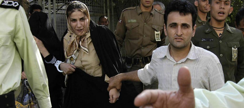 HENRETTET: Dette bildet ble tatt i 2004 under rettsaken mot, Shahla Jahed. Hun ble dømt til døden for å ha drept kona til sin elsker, og i morgentimene i dag ble hun hengt i bakgården i et fengsel i Teheran. Foto: AFP PHOTO