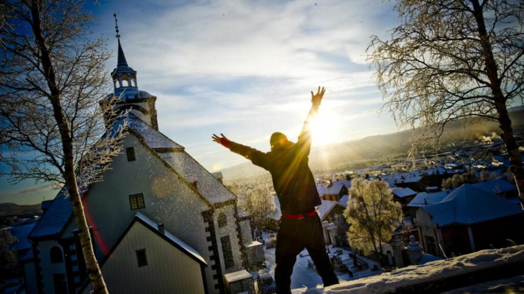 VELDIG NÆR 30 MINUS:  Friskt og vakkert på Røros om dagen - sist natt krøp gradestokken i Bergstaden ned på minus 29,6. FOTO:THOMAS RASMUS SKAUG.