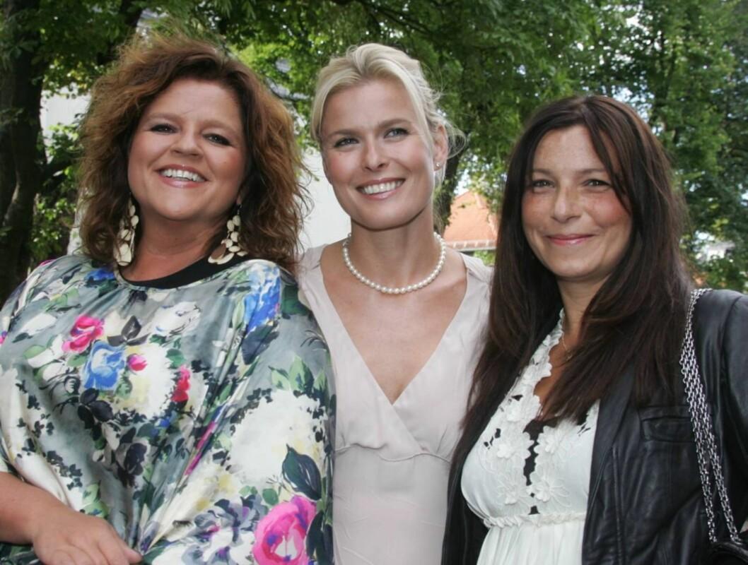 ET MUST?: Ifølge Vendela, som her er avbildet med Elles Signey Fardal og Petra Middelthon, er Aschehougs hagefest en fest alle har lyst til å få med seg.  Foto: STELLA PICTURES